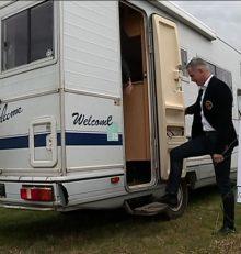 Quand les champs se transforment en emplacements de camping car