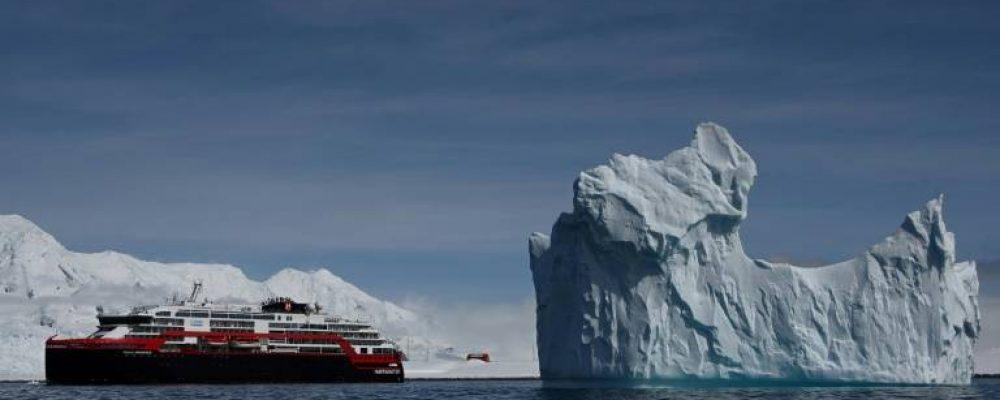 """En Antarctique, des touristes à l'assaut de """"la dernière frontière"""""""